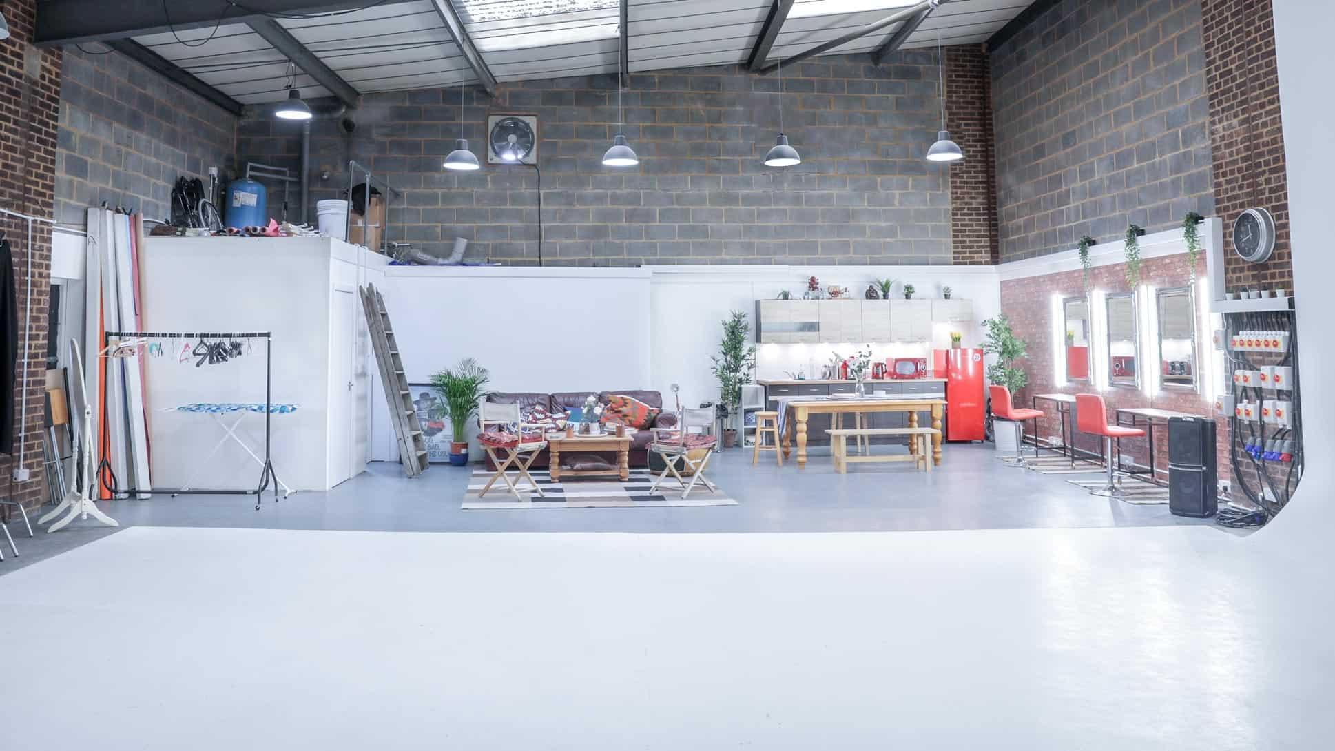film-studio-hire-london-make-up-area-and-kitchen